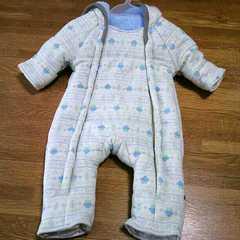 赤ちゃん本舗★フード付きキルトジャンプスーツ60〜70