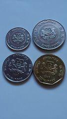シンガポール硬貨、1ドーラ、50、20、10セントの5種類。