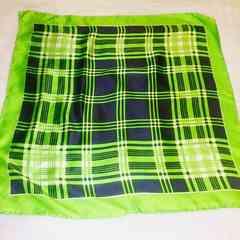 黄緑色&紺色チェック柄シルクスカーフ