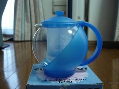 ★かわいい形と色のティーポット★新品! 茶こし付