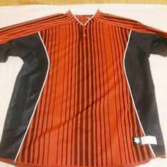 デサント*赤色×黒色セカンダリーシャツ*Lサイズ新品未使用