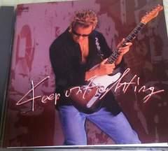 CD ������ Keep On Fighting �X�e�b�J�[�t��