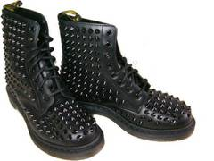 ドクターマーチン新品8ホール ブーツ 黒 鋲スタッズ ハードuk5