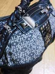 ゲス/GUESS ロゴ総柄革製スタッズチェーンショルダーバッグ黒