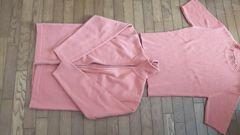 オレンジ系で半袖とカーテンのセット。