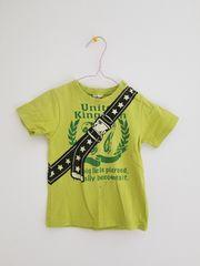 黄緑にベルト柄の半袖Tシャツ100
