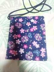 ☆新品=紺×桜蝶柄=ナナメ掛巾着袋