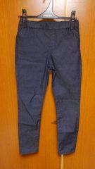 �@細身のジーンズ風パンツ