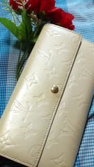 正規品セレブ系ペルル1番人気ファスナー付長財布