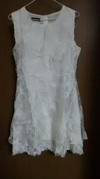 真っ白レースドレス
