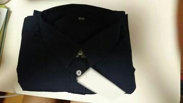 UNIQLOユニクロ。ネイビーのシャツSサイズです。新品タグ付きです。