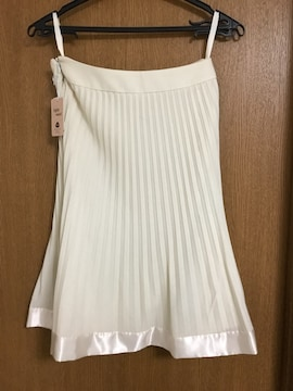 新品タグ付き エフデ プリーツスカート 9 アイボリー