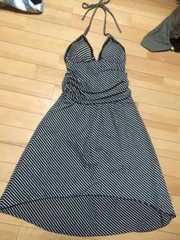 新品  ボーダー柄のホルターネック型ワンピースドレス