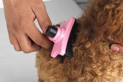 ★愛玩の犬猫/ワンプッシュ簡単に毛が取れる/ピンク