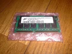 Micron製 PC133 144Pin SDRAM SODIMM 512MB