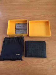 美品!!FENDI  二つ折りブラック財布!
