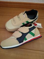 18�p シンプルな靴