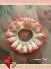 ハンドメイド/手編み♪毛糸のフリフリシュシュ 111