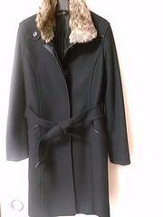 美品 ファー付黒コート 定形外1020