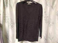 美品グレーVネックニットセーター