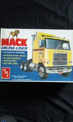 AMT 1/25 MACK CRUISE LINER