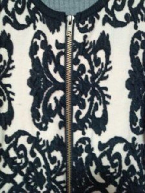 ベージュファスナーニットカーディガン長袖黒柄ストレッチM < 女性ファッションの