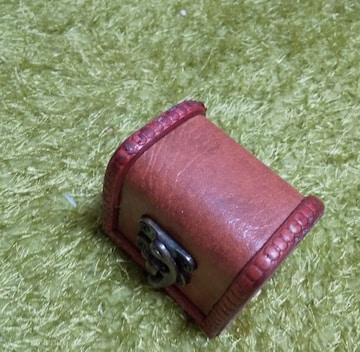 セリエで購入したアンティークっぽい小箱