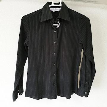 fraine 黒 ブラック ストライプ 長袖シャツ 薄紫のアクセントと袖ボタンが可愛い