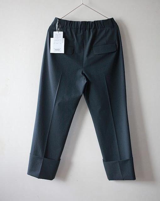 【新品】スタンドカラーフリルブラウス&センタープレスパンツのセット・Мサイズ