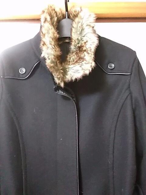 美品 ファー付黒コート らくらく便800 < 女性ファッションの