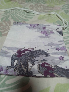 ☆新品白×雲龍小桜和柄ナナメ掛巾着袋
