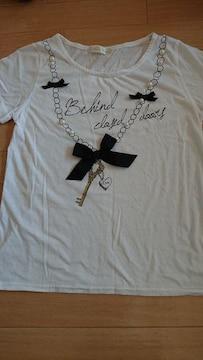 白 リボンTシャツ