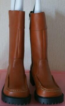 茶色のブーツ