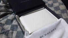 バーバリー 本革製パスケース ホワイト・新品