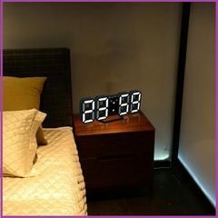【オシャレ♪】LEDデジタル時計(本体黒×3色デジタル)