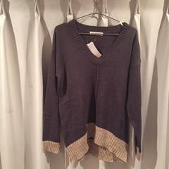 B.L.U.E. Vネックニットセーター 未使用タグ付き