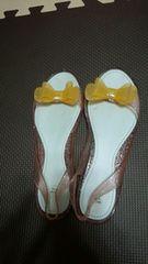 ビニール製のレディースの靴