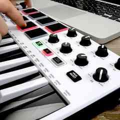 USB MIDIキーボードコントローラー 8パッド ホワイト