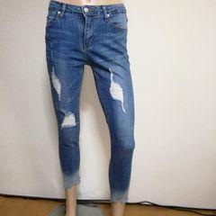 裾切りっぱなしダメージジーンズ