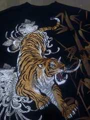 セール 新品 大きいサイズ[絡繰魂]信長ノ虎刺繍 長袖Tシャツ スカジャン好きも