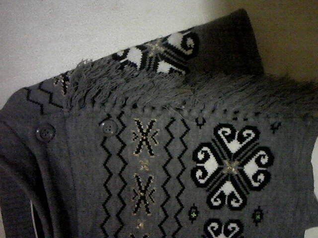 ニットの暖か巻きスカート/オルテガ模様とフリンジ/L < 女性ファッションの