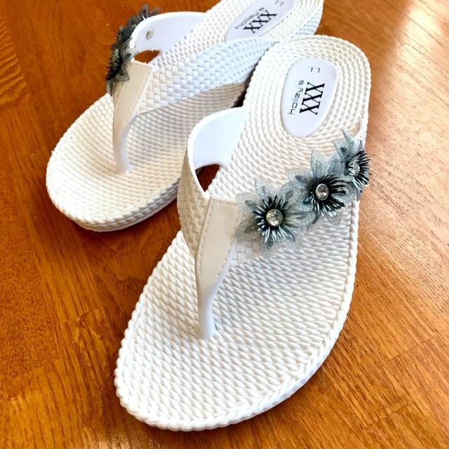 ビーチサンダル 花付き サンダル リゾート ビーチ < 女性ファッションの