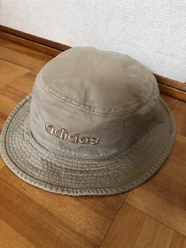 アディダス☆ サイドにロゴ刺繍 綿の帽子 送料140円