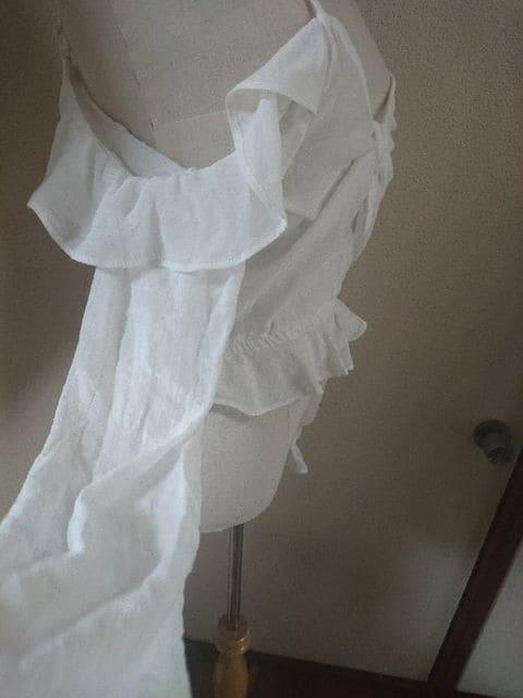 H&M☆ホワイト☆肩だしフリルカットソー < ブランドの