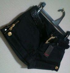 新品 サイドgoldジッパー*クロコ調ベルト付き*blackショートパンツ M