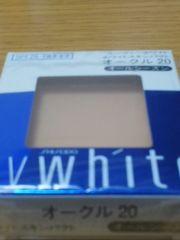 ユーヴィホワイトホワイトスキンパクトオークル20