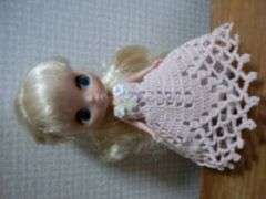 プチブライスofベージュピンクのレース編みドレス