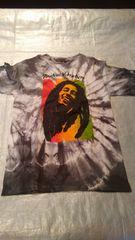 T- シャツ ボム マレーの絞りのシャツです。