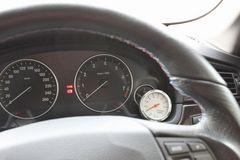 スピードメーター風温度計シルバー 機能的・スポーティ度アップ