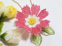*ペヨーテステッチ「秋桜」赤×白*ボールチェーン